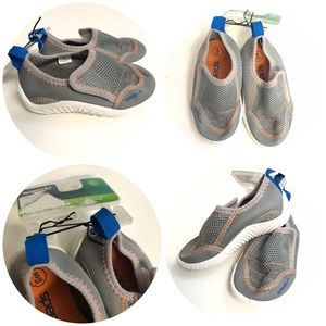 SPEEDO toddler water shoes size 5/6 small gray NWT